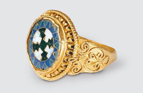 Перстень византийской работы, XI в., Ладога.