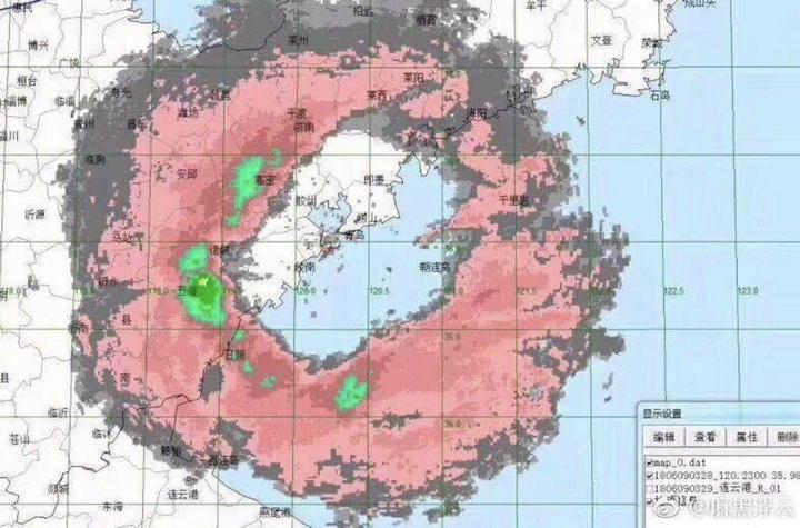 Прошедший в Китае тайфун раскидал морских животных