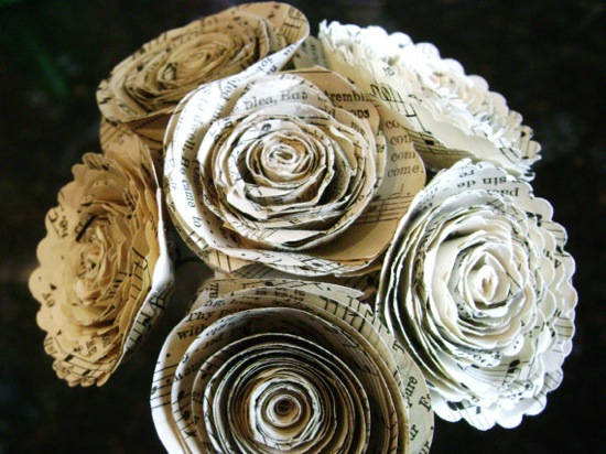 vintage-sheet-music-rolled-paper-flowers (550x412, 102Kb)