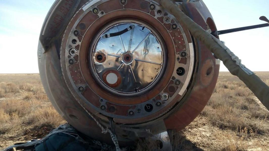 Капсула, на которой аварийно приземлились члены основного экипажа МКС-57/58. Казахстан 2018 год