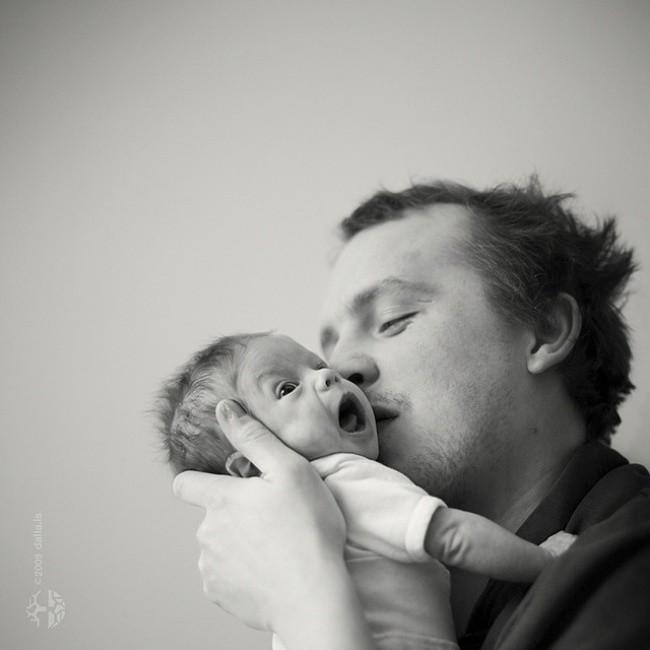 20 фотографий счастливых пап и их совсем крошечных малышей