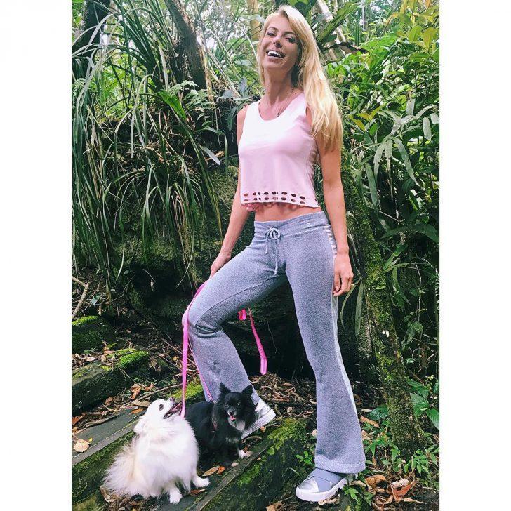 """""""Пыталась до конца"""": бразильская модель утонула, пытаясь спасти упавших в воду щенков Заморские звезды,Каролин Биттенкурт,модельный бизнес,шоу,шоубиz,шоубиз"""