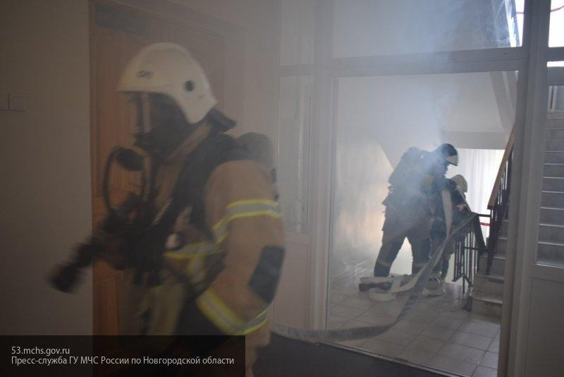 Сотрудники МЧС спасли трех человек при пожаре в жилом доме Оренбурга