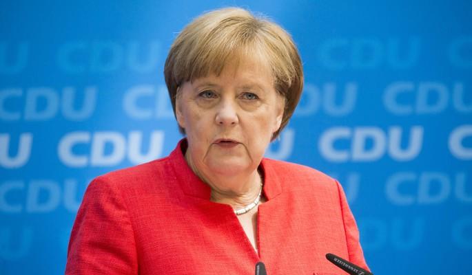Мигранты заставили Меркель бросаться в ноги европейцам