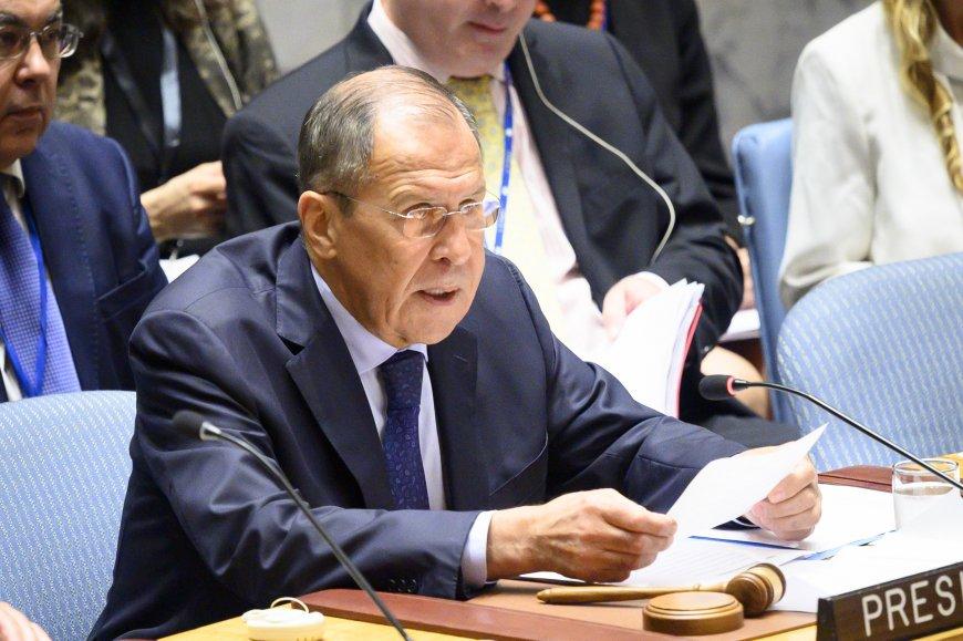 Лавров заявил о пользе возможной встречи Путина с Зеленским в Париже