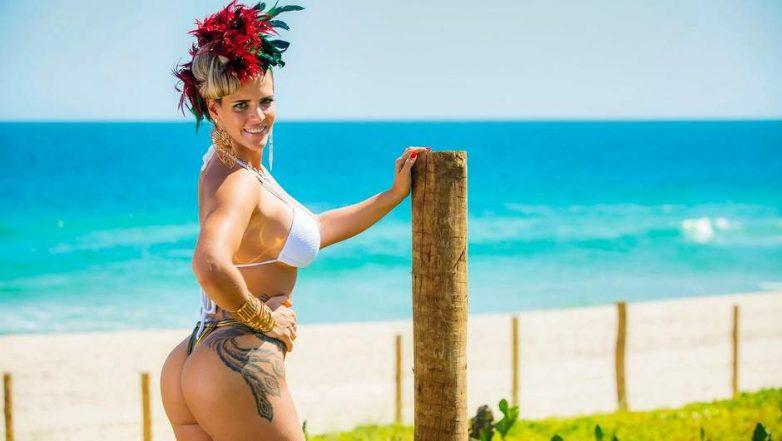 видео колоритных женщин на пляже началось год