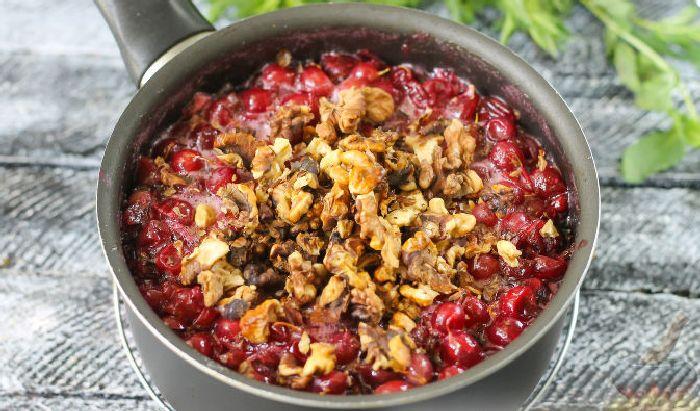 Варенье из орехов и крыжовника.  Фото: russianfood.com.