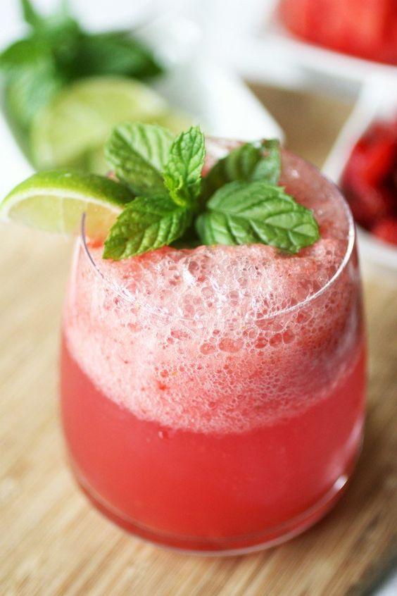 коктейль с арбузом и мятой напиток
