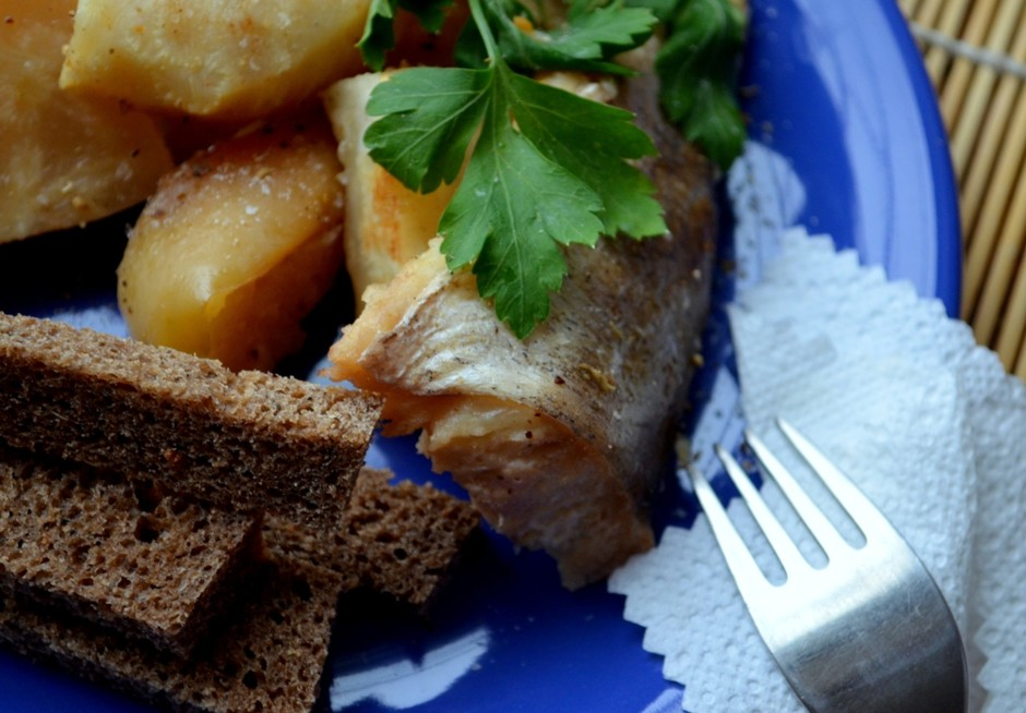 Рыба с яблоком и сельдереем