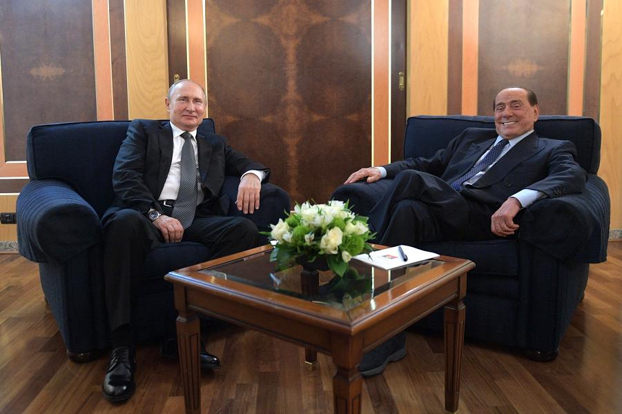 Встреча Путина с Берлускони в аэропорту Рима, 5.07.19.png