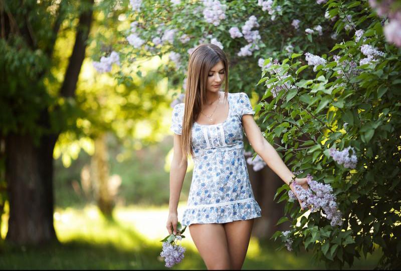 Девушки в коротких платьях и стрингах
