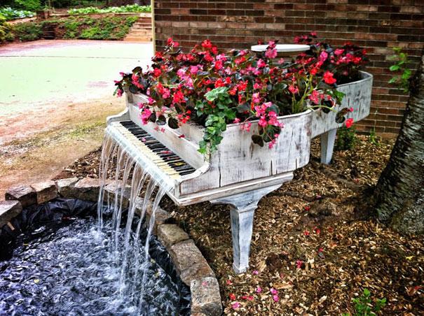Фонтакн из старого пианино. Сколько это фото бродит по интернету, а все не хватает восторгов, чтобы налюбоваться