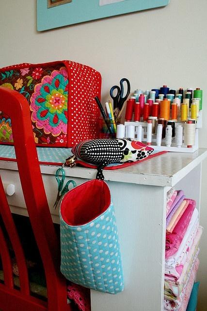 http://www.je-fais-moi-meme.fr/wp-content/uploads/POCHETTE_FOURRE_TOUT.jpg?utm_source=maillage&utm_medium=astuces-rangements-atelier-couture-2&utm_campaign=maillage-astuces-rangements-atelier-couture-2