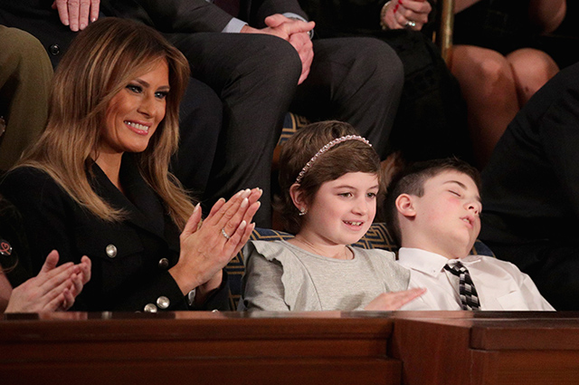 Заснувший во время выступления Дональда Трампа его 11-летний однофамилец стал героем мемов