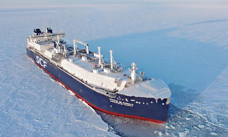 К 2028 году в Арктике появится российская флотилия «плавучих бензоколонок»