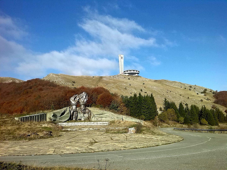 1440px-Buzludzha_&_Torch_Monument.jpg