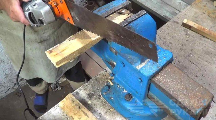 Электропила из болгарки и ручной ножовки по дереву