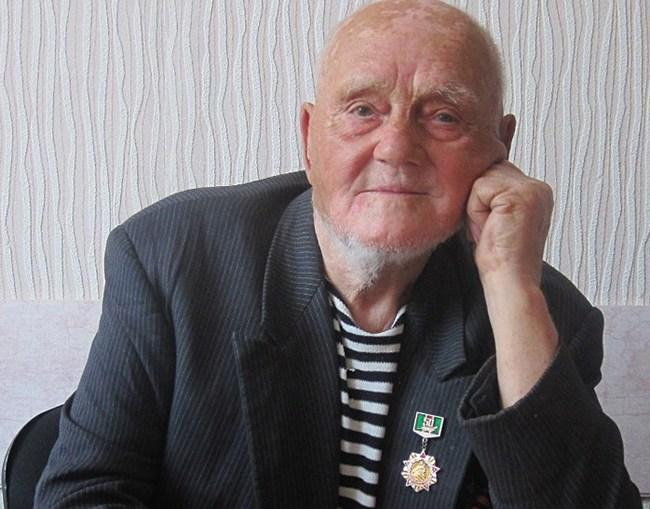 Дедушка месяц играл на гармошке на пляже, чтобы заработать на обелиск товарищу, погибшему на Курской дуге