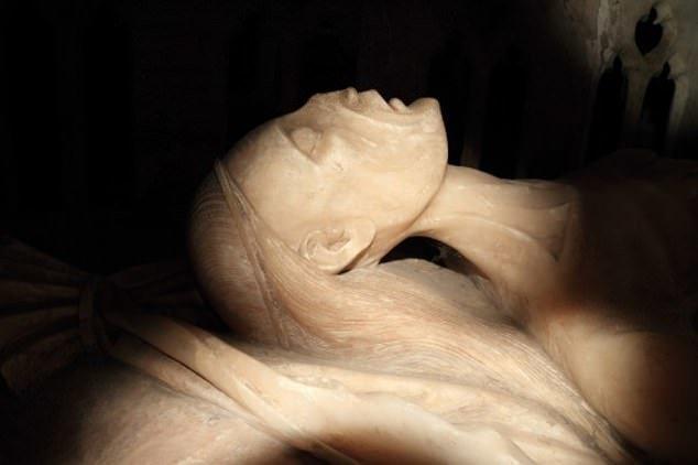 8. Каменная гробница Алисы де ла Поль - Церковь св. Марии Богородицы, Оксфорд артефакты, великобритания, мумии, путешественнику на заметку, реликвии, скелеты, старинные, церковь