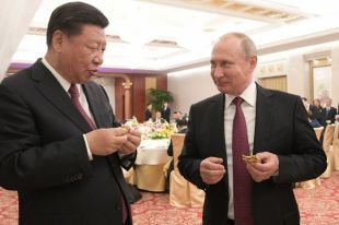 Путин лепит баоцзы. Как российский президент в Китае завтрак готовил