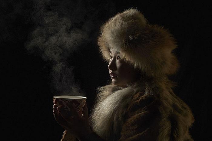Девушка из Баян-Улгий, Монголия. Автор фотографии: Алессандра Мениконзи (Alessandra Meniconzi).