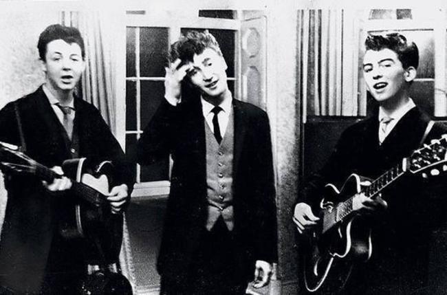 Пол Маккартни, Джон Леннон и Джордж Харрисон выступают на свадьбе, 1958 год