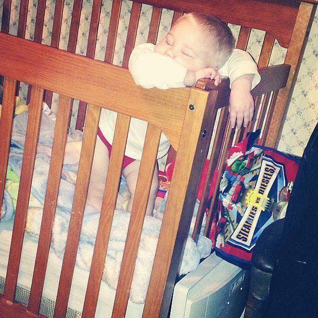 Дети которые уснули в самых неожиданных позах