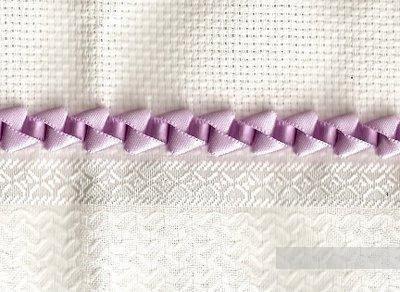 Объемный декоративный шов из узкой ленты