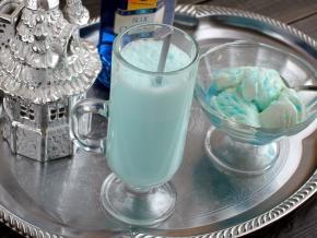 Спиртные напитки. Коктейль с мороженым и Блю кюрасао