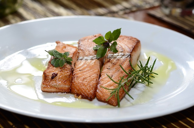 Как убрать запах рыбы с посуды?