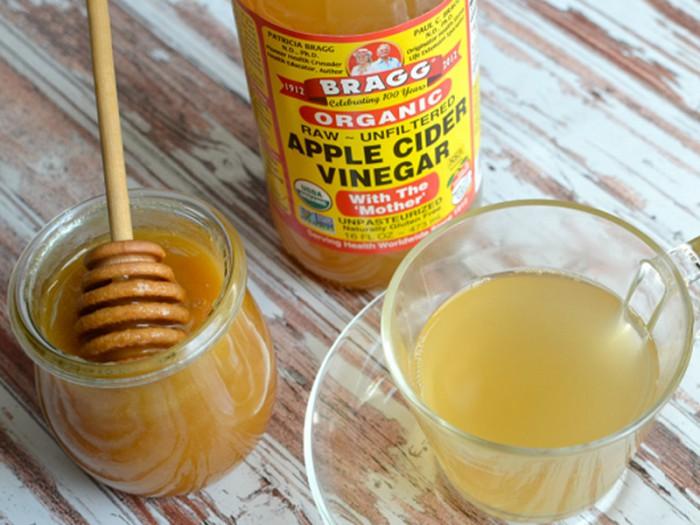 Что происходит с нашим организмом, когда мы пьем яблочный уксус и едим мед на пустой желудок каждое утро