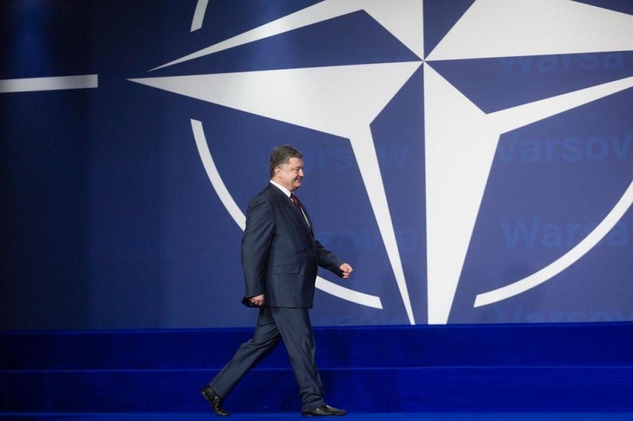 Порошенко идет в НАТО и ЕС. Без разрешения Путина. Мира не обещает