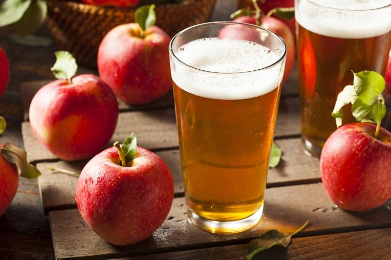 Домашнее вино из яблок - не только очень вкусный, но и полезный напиток!