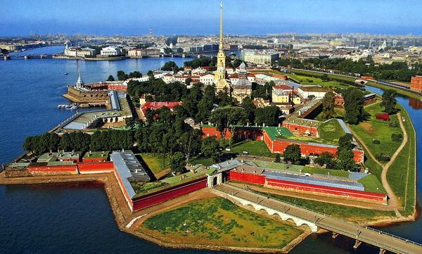 Петропавловская крепость. Вопрос-где еще в России не успели разрушить города-звезды?