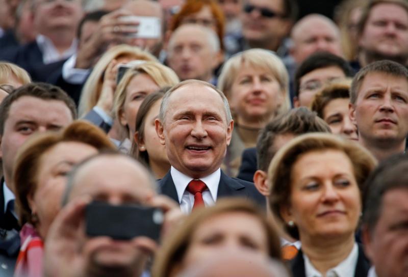 Наркозависимость от Путина: молиться на него – или проклинать его за все