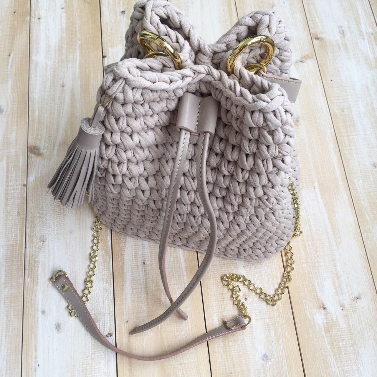 Вязаные крючком торбы: стильные модели