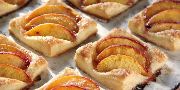 со слоёным тестом: Тарт с персиками