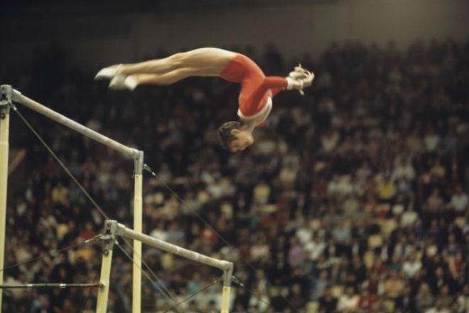 Петля Курбут: красивый, но запрещенный элемент в гимнастике