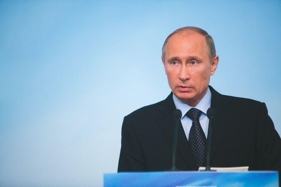 Путин назвал беспрецендентным поток лжи на тему Великой Отечественной