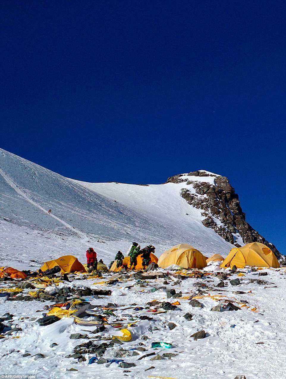 Как из Эвереста сделали высокогорную помойку