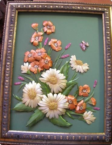 Делая ромашки для подарка к 8 марта решила показать вам поэтапно как делаются самые простые цветы из соломки с приданием полуобъема. МК для начинающих, кто еще не умеет работать с соломкой, поэтому все подробно. . Фото 18