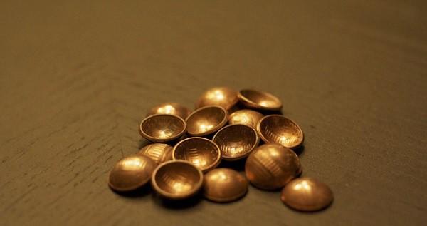 Кнопки из монет — дополнение к одежде свободного стиля. дизайн, креатив, монета, украшение