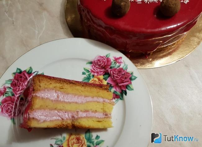 Бисквитный торт с вишневым кремом