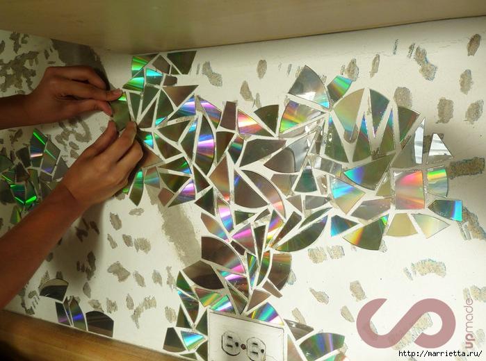 Отделка рабочей стены на кухне мозаикой из компакт-дисков (2) (700x520, 307Kb)