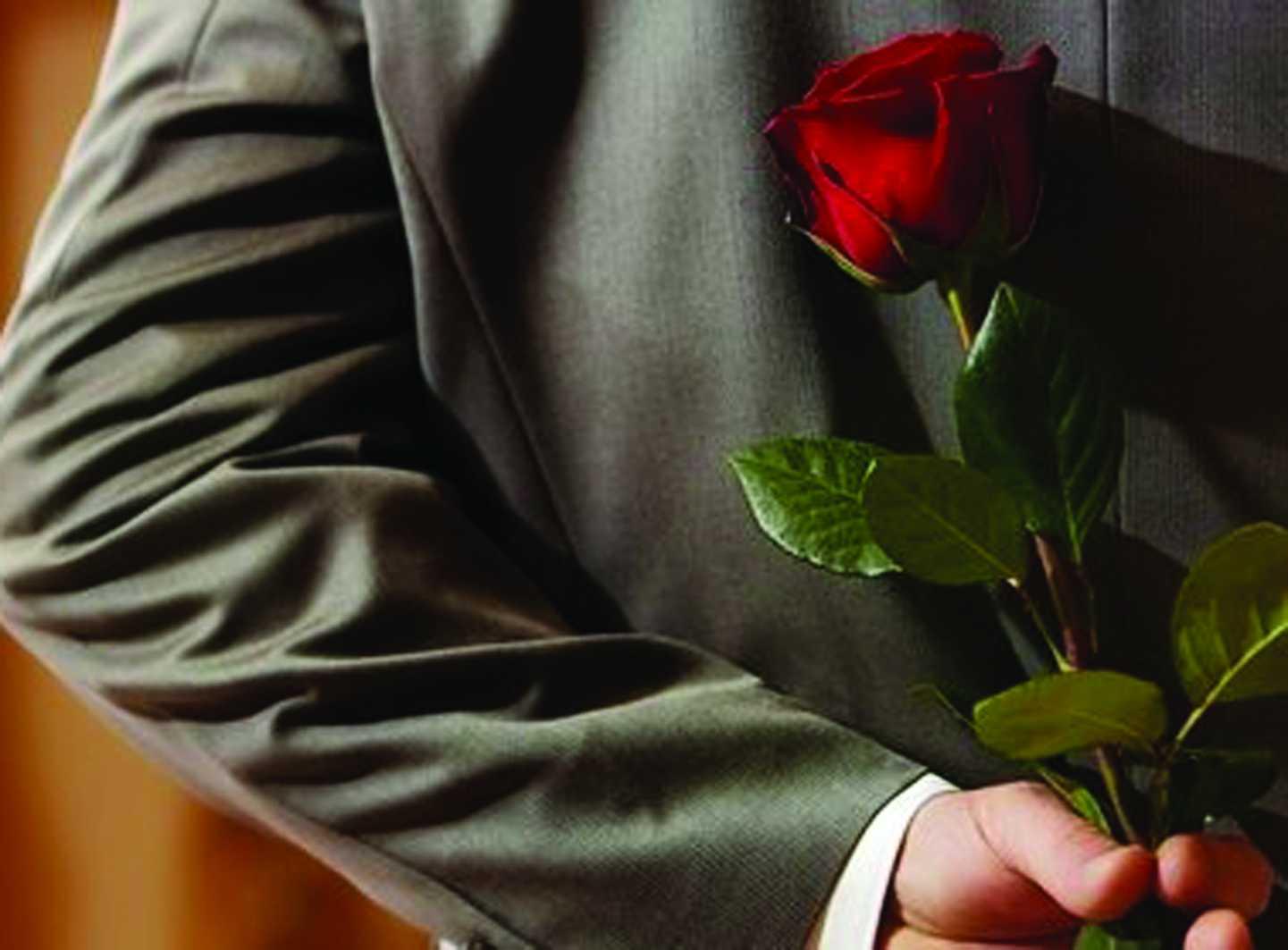 Картинки с розой в руке у парня