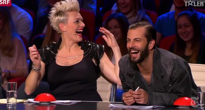 На швейцарском шоу талантов жюри-наставники были от нее в восторге, а зал аплодировал ей стоя. /Кадр из телепрограммы.