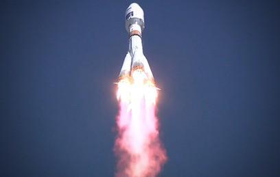 """Путин поздравил строителей """"Восточного"""" с первым запуском ракеты"""