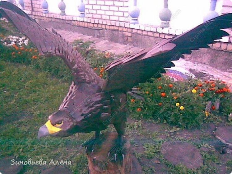 Картинки по запросу орел из пластиковых бутылок