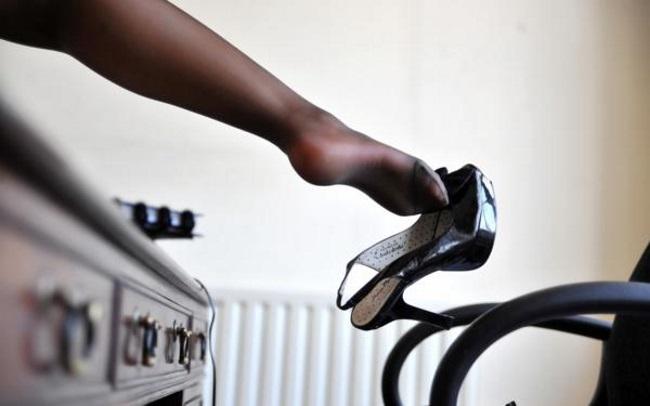 черный туфель