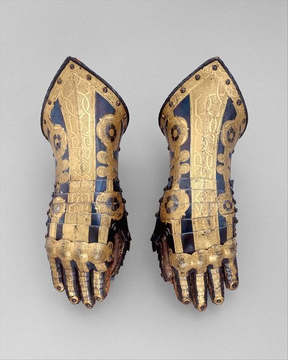 Перчатки из доспехов Фридриха Ульриха Брауншвейг. Англия, Гринвич 1610-1613 гг. Сталь, золото, кожа, ткань, медный сплав